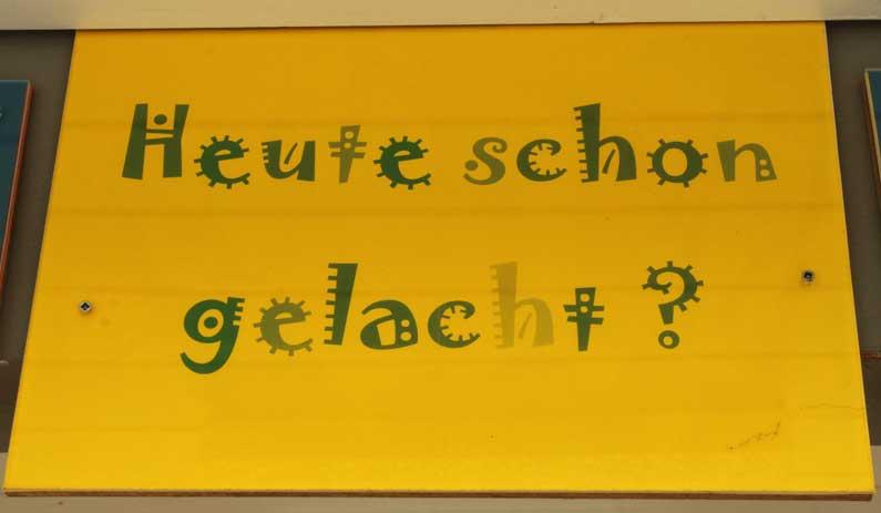 365 x Sempach Panneau rire à l'école