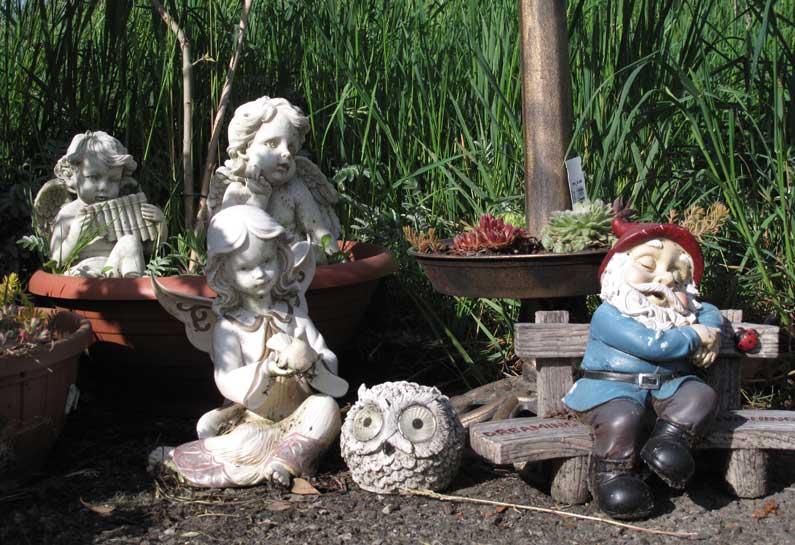 365 x Sempach Figurines d'anges et de nain dans un jardin de Kirchbühl
