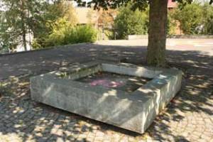 365 x Sempach Fontaine du préau intermédiaire de l'école primaire