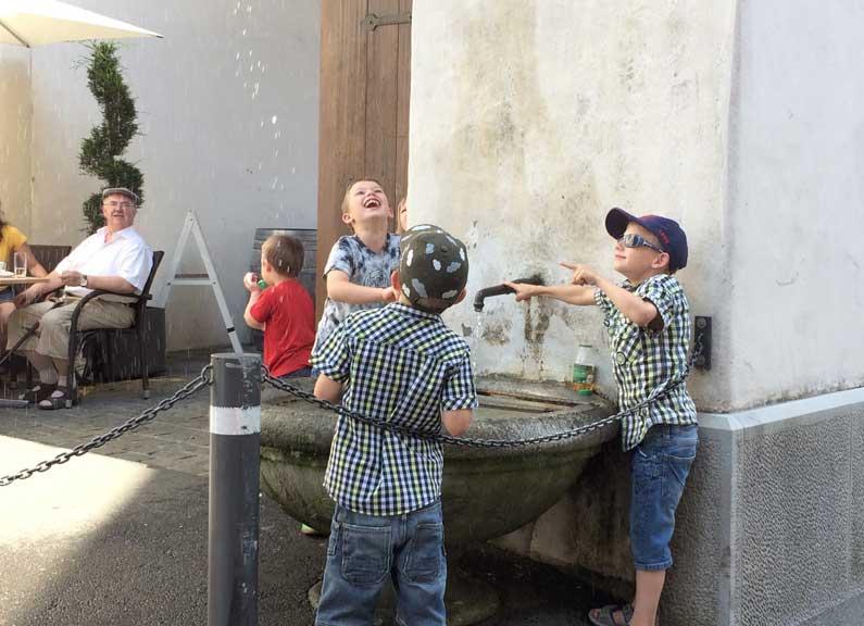 Jeux d'eau à la claire fontaine