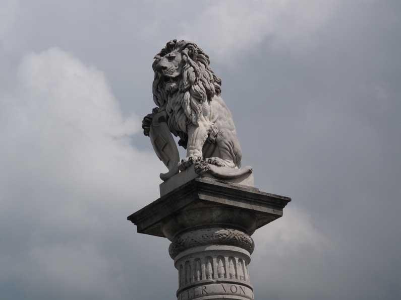 Le lion de Sempach, sur son piédestal perché