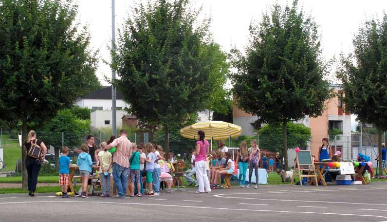 365 x Sempach Chilbi des écoliers sur le préau de l'école
