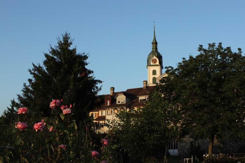 L'église, au soleil couchant
